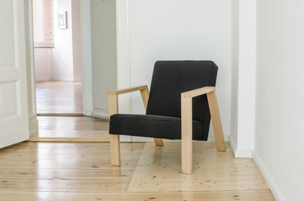 Makalit Pontier No. 01 armchair with Kvadrat Hallingdal 65 - 190 upholstery